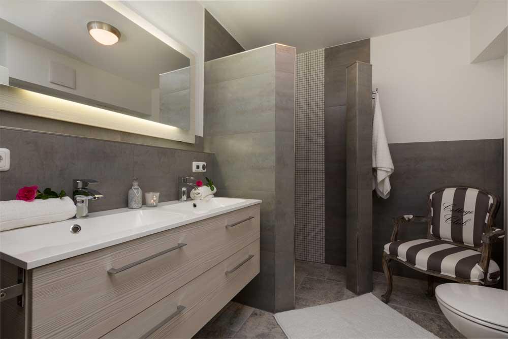 badezimmer 12qm. Black Bedroom Furniture Sets. Home Design Ideas